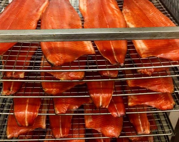 Как закоптить рыбу горячего копчения