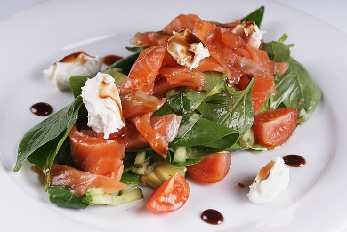 Салат с сёмгой и творожным сыром рецепт
