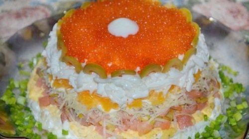 Слоёный салат с красной икрой - рецепт