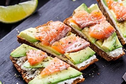 Рецепт - Бутерброд «ЗОЖ» с семгой и авокадо