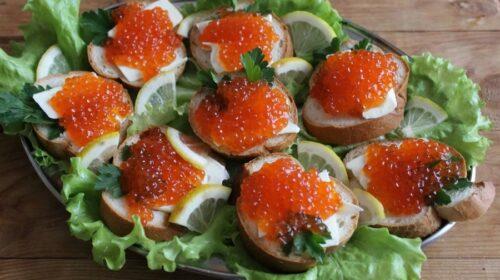 Бутерброды с красной икрой и сливочным сыром