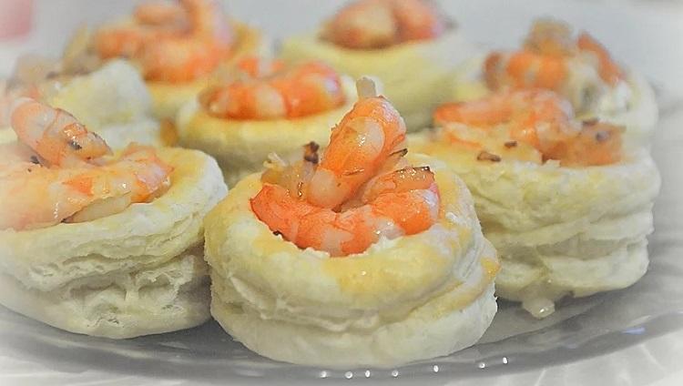 Закусочные пирожные с креветками - к новогоднему столу