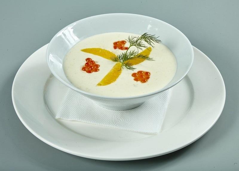 Суп с красной икрой и шафраном